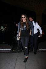 Deepika Padukone snapped at airport on 28th Nov 2016 (17)_583d1852b12ac.JPG