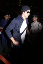 Hrithik Roshan snapped at airport on 28th Nov 2016 (1)_583d293cb04b1.JPG