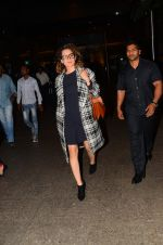 Kangana Ranaut snapped at airport on 28th Nov 2016 (24)_583d294d83a38.JPG