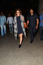 Kangana Ranaut snapped at airport on 28th Nov 2016 (25)_583d294e4caf8.JPG