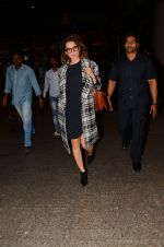 Kangana Ranaut snapped at airport on 28th Nov 2016 (27)_583d294fc675c.JPG