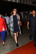 Kangana Ranaut snapped at airport on 28th Nov 2016 (31)_583d29537bd2b.JPG