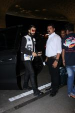 Ranveer Singh snapped at airport on 28th Nov 2016 (11)_583d18ade2372.JPG