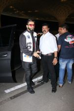 Ranveer Singh snapped at airport on 28th Nov 2016 (12)_583d18ae770c2.JPG