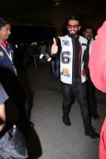 Ranveer Singh snapped at airport on 28th Nov 2016 (13)_583d18af0bcd5.JPG