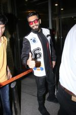 Ranveer Singh snapped at airport on 28th Nov 2016 (14)_583d18af9931e.JPG