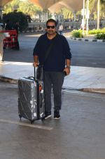 Shankar Mahadevan snapped at airport on 28th Nov 2016 (10)_583d296185e52.JPG