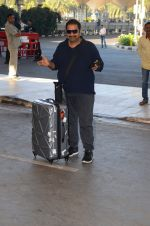 Shankar Mahadevan snapped at airport on 28th Nov 2016 (11)_583d2962237aa.JPG