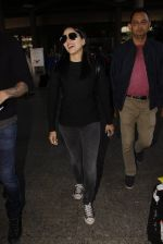 Sunny Leone snapped at airport on 28th Nov 2016 (37)_583d259c863d7.JPG