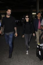 Sunny Leone snapped at airport on 28th Nov 2016 (34)_583d259a773d0.JPG