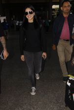 Sunny Leone snapped at airport on 28th Nov 2016 (35)_583d259b2e2e8.JPG
