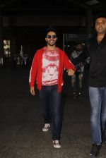 Varun Dhawan snapped at airport on 28th Nov 2016 (19)_583d25ad620ff.JPG
