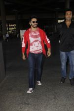Varun Dhawan snapped at airport on 28th Nov 2016 (29)_583d25b458bb9.JPG