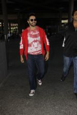 Varun Dhawan snapped at airport on 28th Nov 2016 (30)_583d25b50fd95.JPG