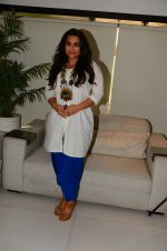 Vidya Balan photo shoot in Mumbai on 28th Nov 2016 (13)_583d2a057841e.JPG