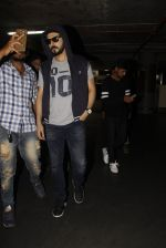 Zayed Khan snapped at airport on 28th Nov 2016 (22)_583d25c349db4.JPG