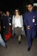 Alia Bhatt snapped at airport on 29th Nov 2016 (4)_583e704badb46.jpg
