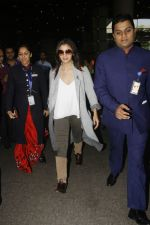 Alia Bhatt snapped at airport on 29th Nov 2016 (5)_583e704d709c4.jpg