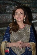 Nita Ambani at Satish Gupta_s art exhibition by Gallery Art N Soul on 29th Nov 2016 (7)_583e777c56a8e.JPG