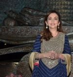 Nita Ambani at Satish Gupta_s art exhibition by Gallery Art N Soul on 29th Nov 2016 (10)_583e76896a248.JPG