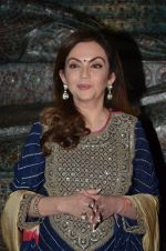 Nita Ambani at Satish Gupta_s art exhibition by Gallery Art N Soul on 29th Nov 2016 (6)_583e7686d1b20.JPG