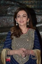 Nita Ambani at Satish Gupta_s art exhibition by Gallery Art N Soul on 29th Nov 2016 (8)_583e7687ad591.JPG