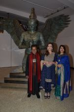 satish gupta, nita ambani and taran khubchandani at Satish Gupta_s art exhibition by Gallery Art N Soul on 29th Nov 2016 _583e768f3e59f.JPG