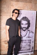 Arjun Rampal watches daddy teaser on 30th Nov 2016 (12)_583fc941c53b7.JPG