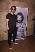 Arjun Rampal watches daddy teaser on 30th Nov 2016 (15)_583fc943a3307.JPG