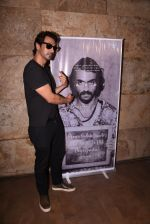 Arjun Rampal watches daddy teaser on 30th Nov 2016 (18)_583fc9456cb40.JPG