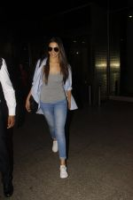 Deepika Padukone snapped at airport on 30th Nov 2016 (13)_583fc7707f054.JPG