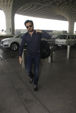 Emraan Hashmi snapped at airport on 30th Nov 2016 (33)_583fc7833c8ea.JPG