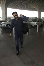 Emraan Hashmi snapped at airport on 30th Nov 2016 (34)_583fc784eb3f0.JPG