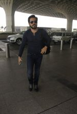 Emraan Hashmi snapped at airport on 30th Nov 2016 (36)_583fc78bb3df5.JPG