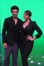 Huma Qureshi and Saqib Saleem on ZEE TV_s Yaaron Ki Baraat on 30th Nov 2016 (6)_583fc000e9d08.JPG