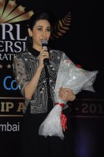 Karisma Kapoor at India Leadership awards on 30th Nov 2016 (11)_583fca5cca31f.JPG
