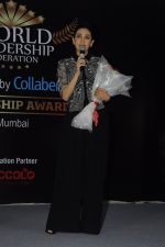 Karisma Kapoor at India Leadership awards on 30th Nov 2016 (12)_583fca5d634c0.JPG