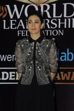 Karisma Kapoor at India Leadership awards on 30th Nov 2016 (22)_583fca630bf96.JPG