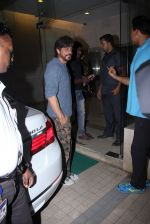 Shahrukh Khan at Madhur Bhandarkar Bash on 30th Nov 2016 (78)_583fcae65cb02.JPG