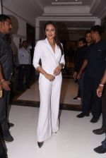 Sonakshi Sinha at Brand Vision Awards in Mumbai on 30th Nov 2016 (107)_583fc1e0beea6.JPG