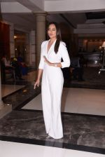 Sonakshi Sinha at Brand Vision Awards in Mumbai on 30th Nov 2016 (77)_583fc1d63de7c.JPG