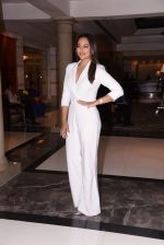 Sonakshi Sinha at Brand Vision Awards in Mumbai on 30th Nov 2016 (78)_583fc1d6d8d5a.JPG