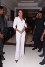 Sonakshi Sinha at Brand Vision Awards in Mumbai on 30th Nov 2016 (106)_583fc1e01ba4a.JPG