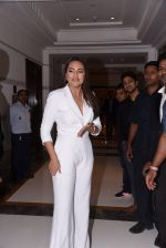Sonakshi Sinha at Brand Vision Awards in Mumbai on 30th Nov 2016 (110)_583fc1e2bb915.JPG