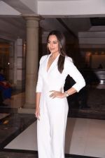 Sonakshi Sinha at Brand Vision Awards in Mumbai on 30th Nov 2016 (80)_583fc1d824d2e.JPG