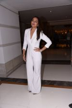 Sonakshi Sinha at Brand Vision Awards in Mumbai on 30th Nov 2016 (84)_583fc1daddb04.JPG