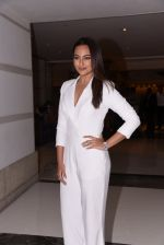 Sonakshi Sinha at Brand Vision Awards in Mumbai on 30th Nov 2016 (86)_583fc1dc3452d.JPG