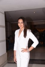 Sonakshi Sinha at Brand Vision Awards in Mumbai on 30th Nov 2016 (87)_583fc1dcc9a78.JPG