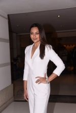 Sonakshi Sinha at Brand Vision Awards in Mumbai on 30th Nov 2016 (88)_583fc20126790.JPG