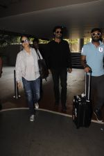 Sunny Leone snapped at airport on 30th Nov 2016 (96)_583fc8fec2b51.JPG